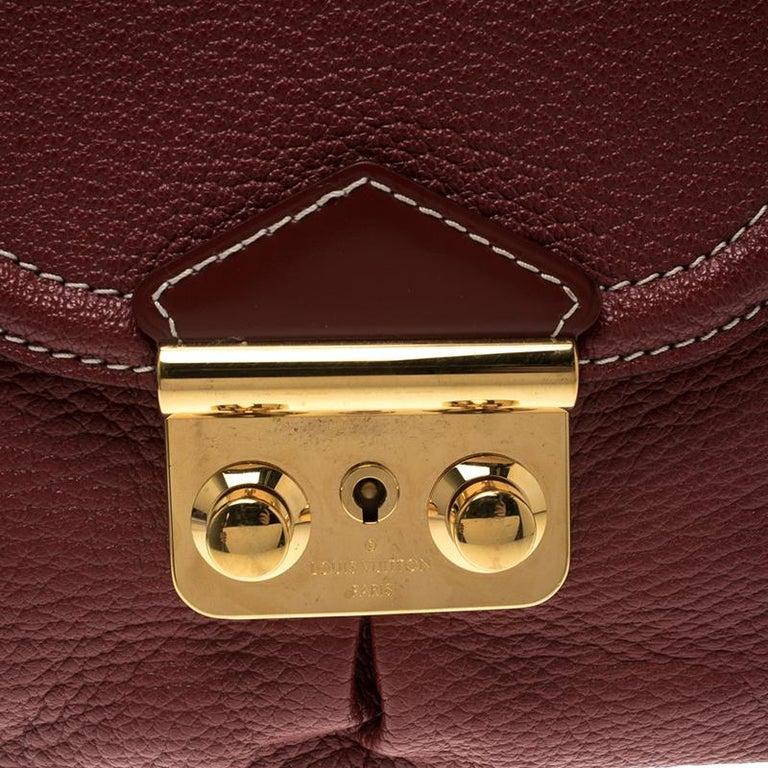 Women's Louis Vuitton Red Leather Shoulder Bag For Sale