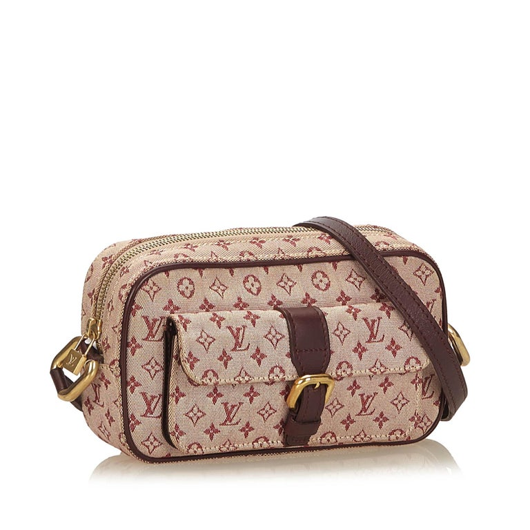 The Juliet MM features a monogram mini lin cotton body, front exterior flap pocket, flat leather straps, a top zip closure, and interior open pockets. It carries as B+ condition rating.  Inclusions:  This item does not come with inclusions.   Louis
