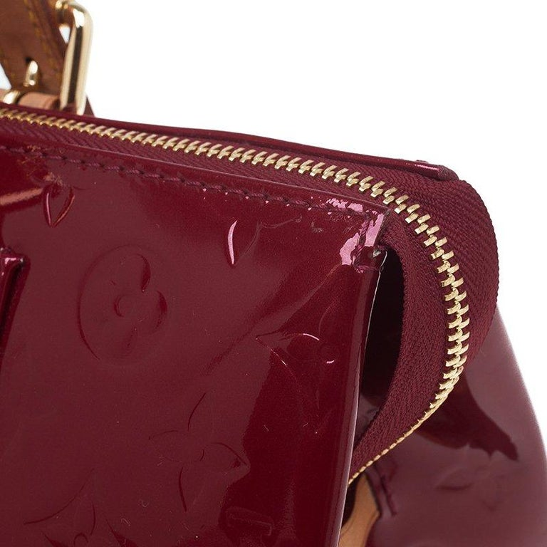 cec2411b0ad6 Louis Vuitton Red Monogram Vernis Rosewood Avenue Bag For Sale at ...