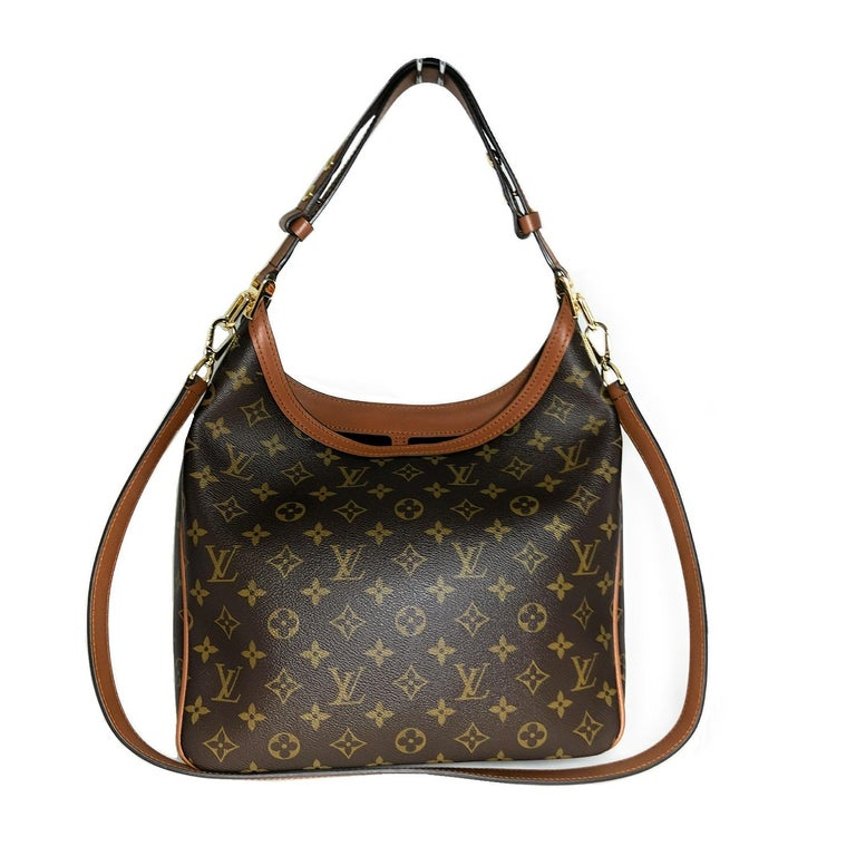 This stylish shoulder bag is crafted of Louis Vuitton monogram on toile canvas. The bag features a toffee-colored leather looping shoulder strap, an optional leather trim shoulder strap, and a front pocket with a decorative brass Louis Vuitton logo.