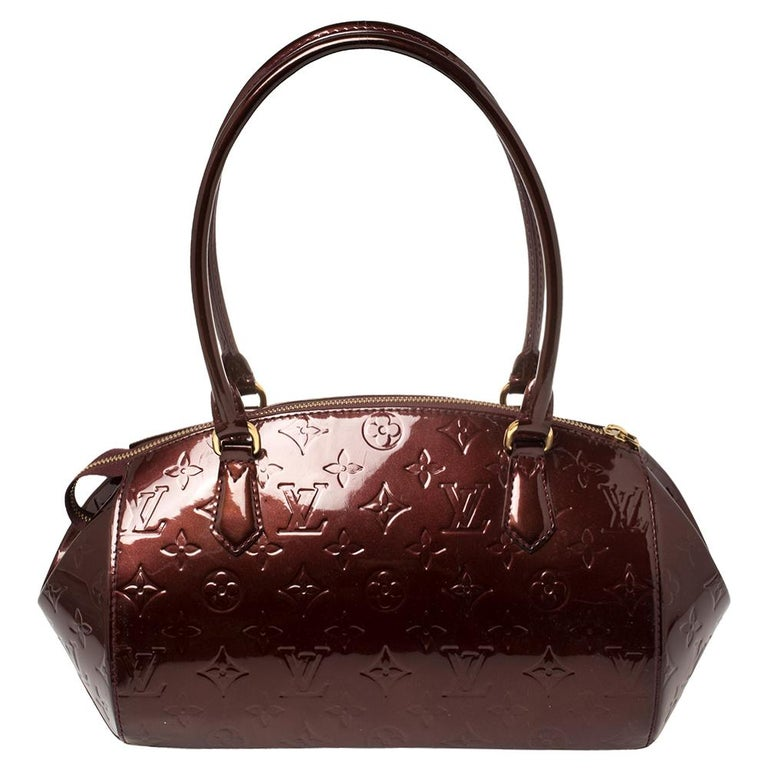 The Vernis range of handbags by Louis Vuitton is famous and sought after by women worldwide. This Sherwood bag is a creation you should be proud to own. It has been crafted from monogram Vernis leather and styled with a top zipper that opens to a