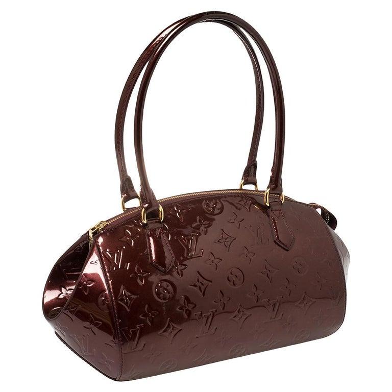 Louis Vuitton Rouge Fauviste Monogram Vernis Sherwood PM Bag In Good Condition In Dubai, Al Qouz 2
