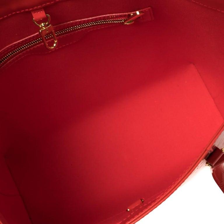 Louis Vuitton Rouge Grenadine Monogram Vernis Avalon GM Bag For Sale 2