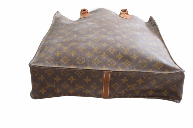 Louis Vuitton Sac Plat Monogram Tote Bag + Removable Pouch French Company 1970s For Sale 1