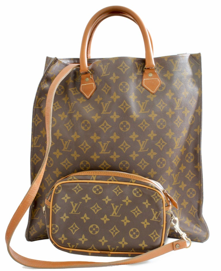 Louis Vuitton Sac Plat Monogram Tote Bag + Removable Pouch French Company 1970s For Sale 2