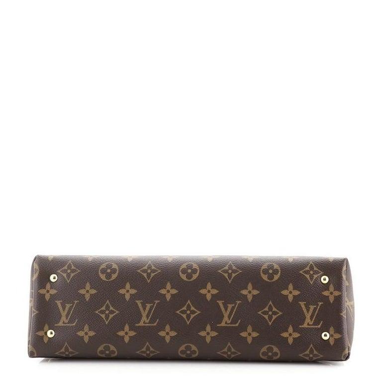 Women's or Men's Louis Vuitton Sac Triangle Handbag Monogram Canvas PM For Sale