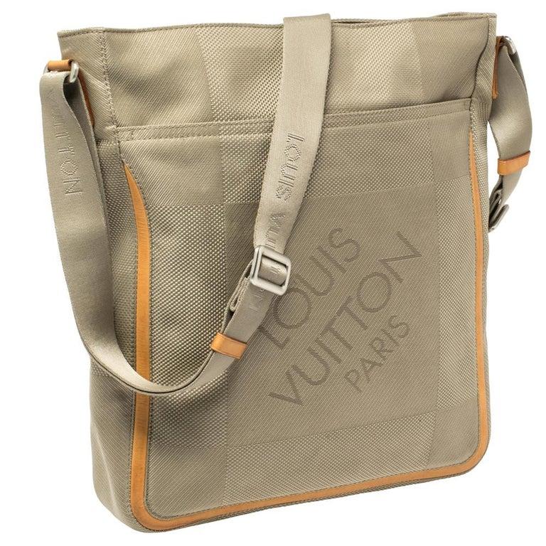 Louis Vuitton Sand Damier Geant Canvas Vertical Messenger Bag In Good Condition For Sale In Dubai, Al Qouz 2