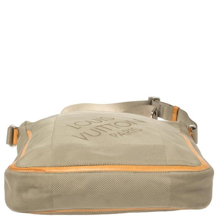 Men's Louis Vuitton Sand Damier Geant Canvas Vertical Messenger Bag For Sale