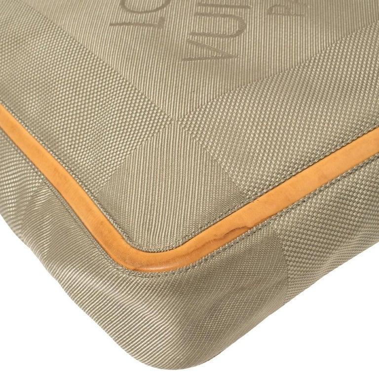Louis Vuitton Sand Damier Geant Canvas Vertical Messenger Bag For Sale 2