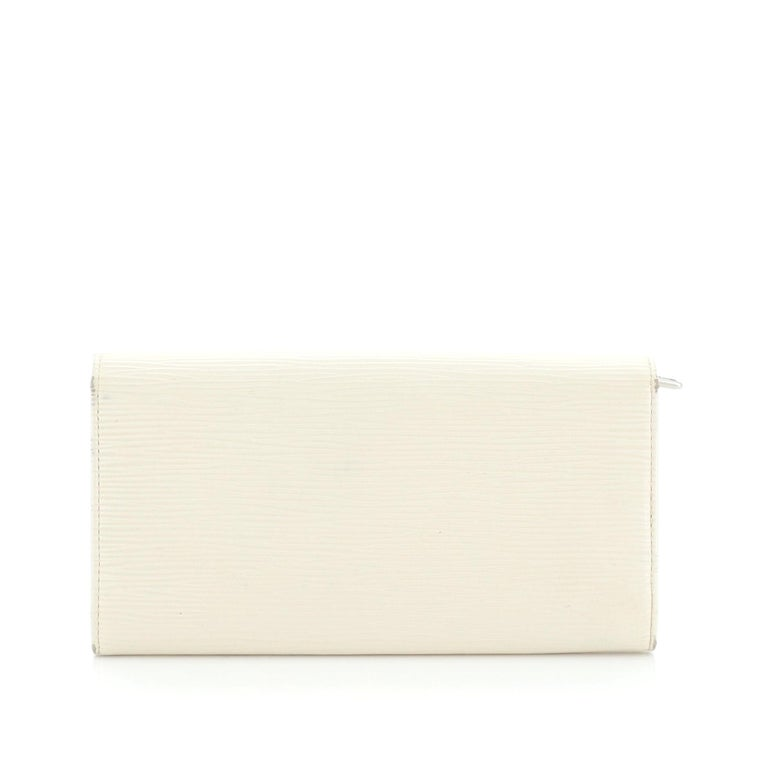 Louis Vuitton Sarah Wallet Epi Leather In Good Condition For Sale In New York, NY