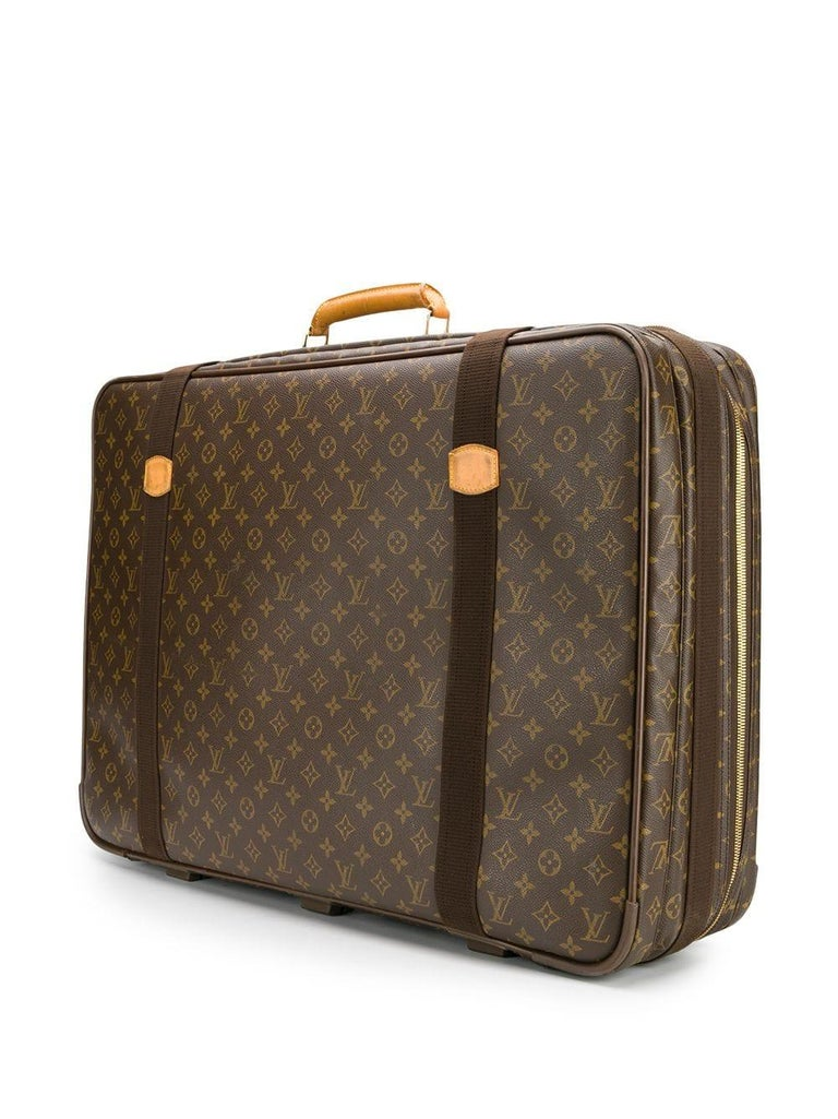 Travel in style with this large-sized suitcase by Louis Vuitton, crafted in France from the brand's iconic beige & brown monogram print canvas and featuring a structured top-handle design, leather trim, buckle fastenings and a zip-around closure