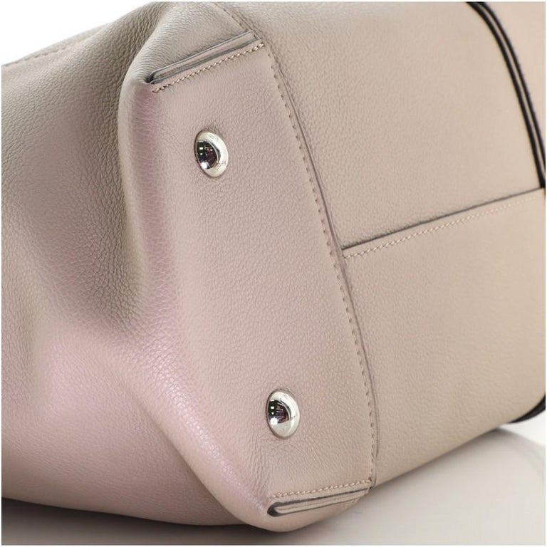 Louis Vuitton Soft Lockit Handbag Leather MM For Sale 2