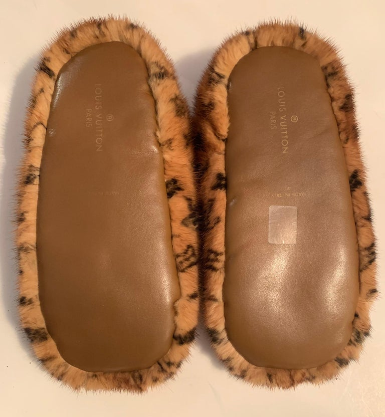 Louis Vuitton SOLD OUT Mink Fur Natural Dreamy Monogram Loafer Slippers sz 40 In Excellent Condition For Sale In New York, NY