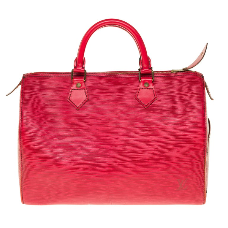 Superb Louis Vuitton Speedy 35 handbag in red epi leather, gold metal trim, double handle in red leather for a carry. Double zip closure. Interior in red suede. Signature: