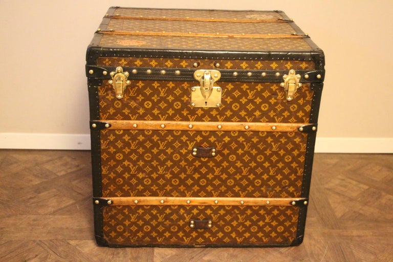 This unusual cube trunk is very elegant. It has got the stenciled LV monogram pattern canvas, blacklozine trim, LV stamped brass locks, LV stamped studs and black side handles. It features custom made painted stripes on each side and a couple of