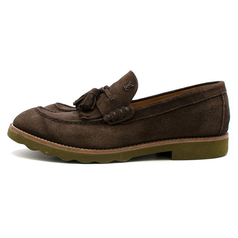 Louis Vuitton suede brown tassel loafers SIZE 8 In Good Condition For Sale In London, GB