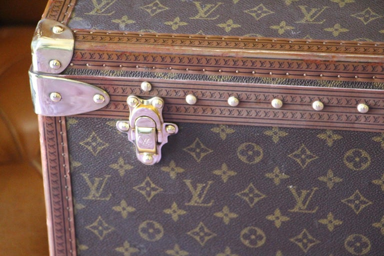 Magnificent Louis Vuitton Alzer monogramm suitcase. This 80 cm suitcase is the largest one made by Louis Vuitton. All Louis Vuitton stamped solid brass fittings: locks, clasps and studs.It comes with its original LV leather name holder and its