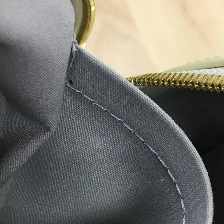 Louis Vuitton Summit Drive Handbag Monogram Vernis  For Sale 2