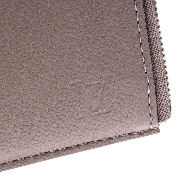 Louis Vuitton Taupe Leather Jules PM Pochette For Sale 7