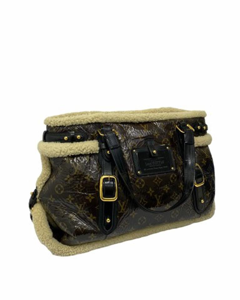 Louis Vuitton Thunder Shearling LE Handbag in Shiny Monogram Leather & Sheepskin In Excellent Condition For Sale In Torre Del Greco, IT