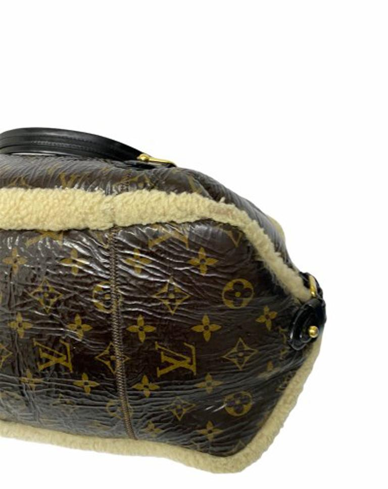 Louis Vuitton Thunder Shearling LE Handbag in Shiny Monogram Leather & Sheepskin For Sale 3