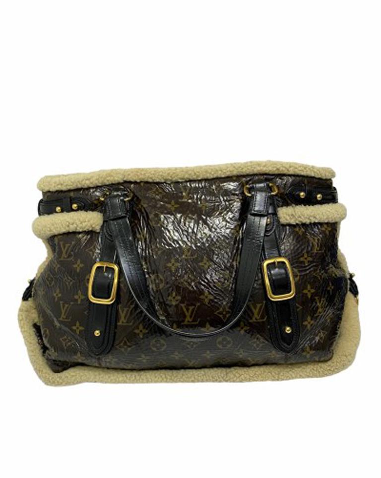 Louis Vuitton Thunder Shearling LE Handbag in Shiny Monogram Leather & Sheepskin For Sale 4