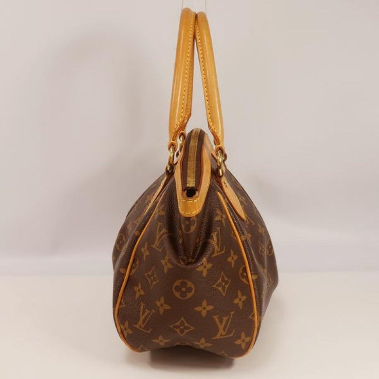 An authentic LOUIS VUITTON Tivoli PM Womens handbag M40143 The outside material is Monogram canvas. The pattern is TivoliPM. This item is Contemporary. The year of manufacture would be 2010. Rank AB signs of wear (Small) Used products in good
