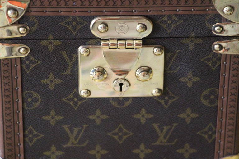 Very nice Louis Vuitton monogram train case with solid brass corners and lock.  Leather top handle.  All its studs are engraved Louis Vuitton.  Its interior is in very good condition. Louis Vuitton serial number label.  Inside, there is a little