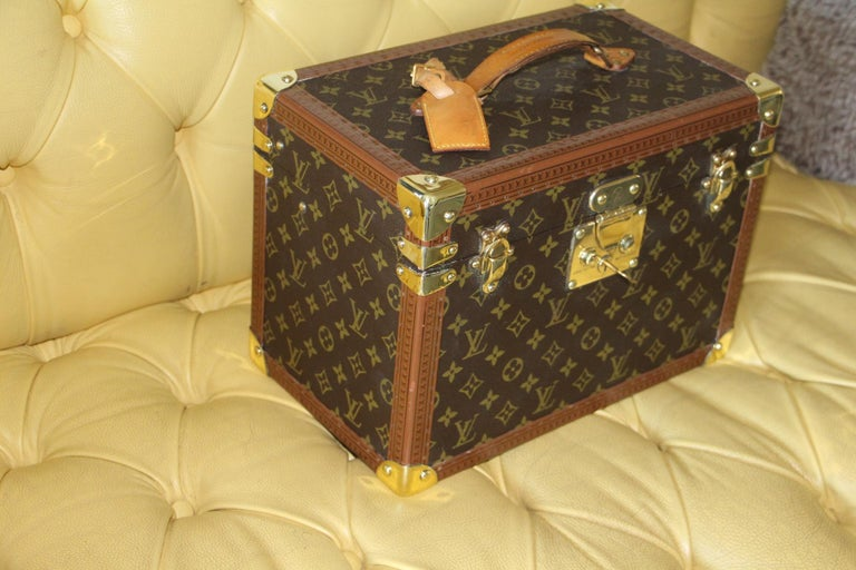 This beauty case features monogram canvas and all brass fittings. All studs are marked Louis Vuitton as well as its leather handle. Interior: Beige coated canvas, adjustable leather straps for holding materials. Very clean and fresh. Washable