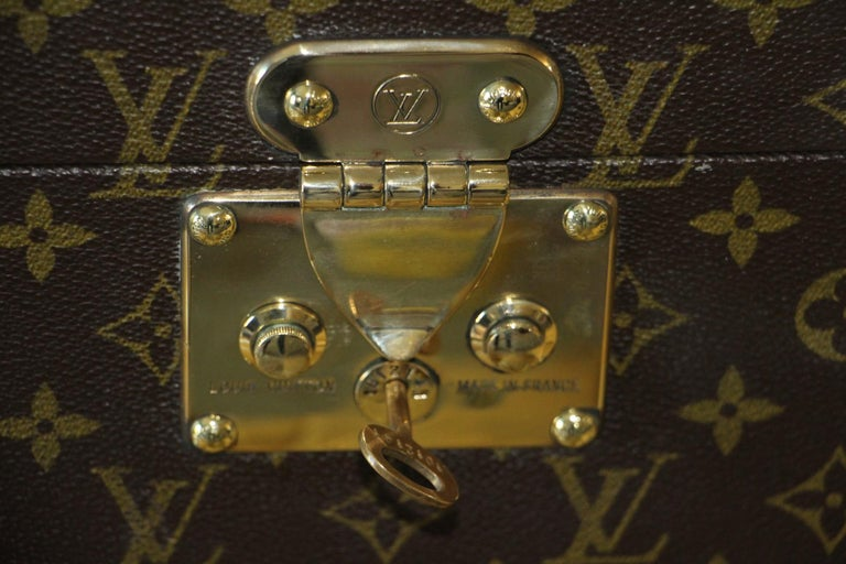 Louis Vuitton Train Case, Louis Vuitton Boite Pharmacie, Louis Vuitton Case In Good Condition For Sale In Saint-ouen, FR