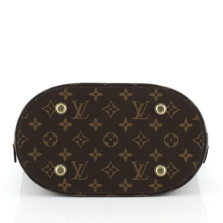 Women's or Men's Louis Vuitton Tressage Tote Monogram MM For Sale
