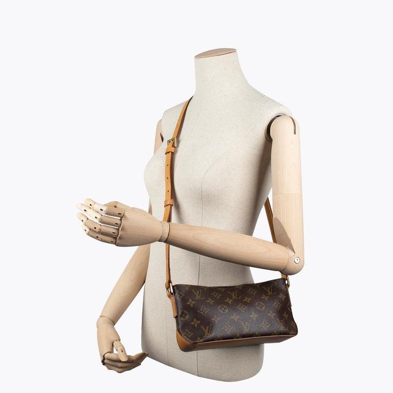 Louis Vuitton Trotteur Crossbody Bag For Sale 6