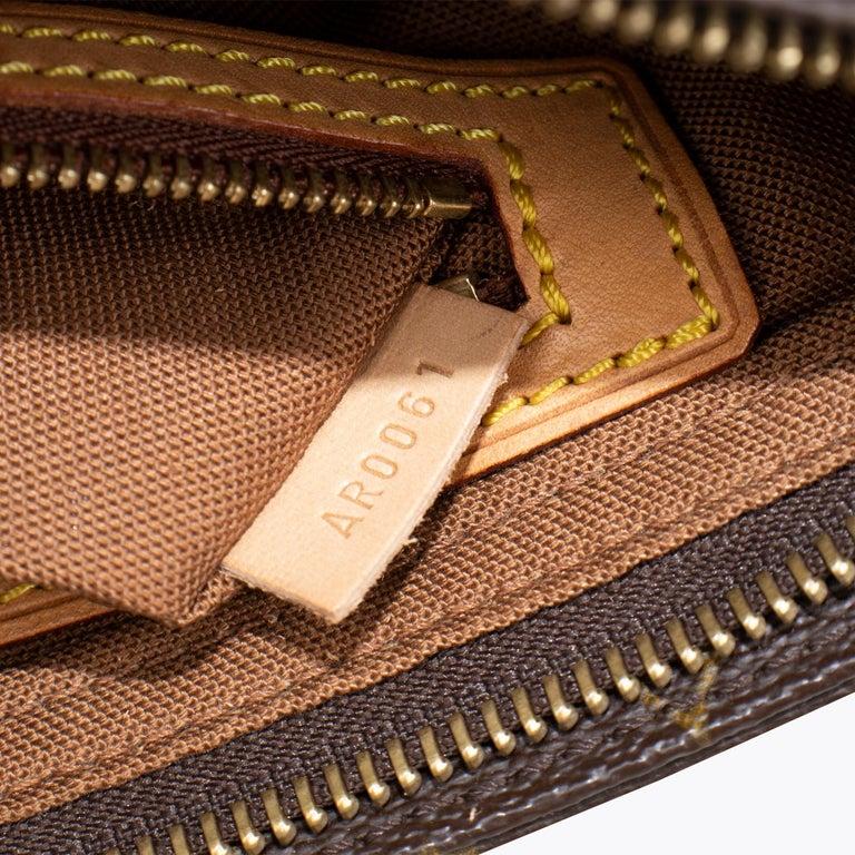 Louis Vuitton Trotteur Crossbody Bag For Sale 2