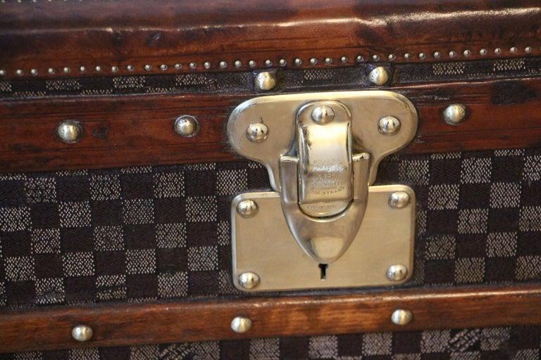 Louis Vuitton Trunk in Checkered Pattern, Damier Louis Vuitton Steamer Trunk In Good Condition For Sale In Saint-Ouen, FR