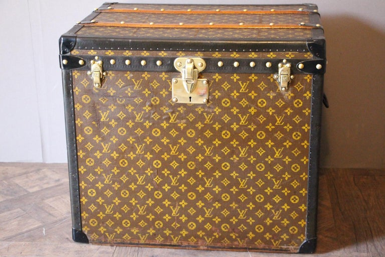 This beautiful trunk is very elegant and in very good condition. It has got the hand stencilled LV Monogram pattern canvas, all black lozine trim, brass fittings and black LV stamped steel handles. Solid brass LV marked studs and locks. No initials.
