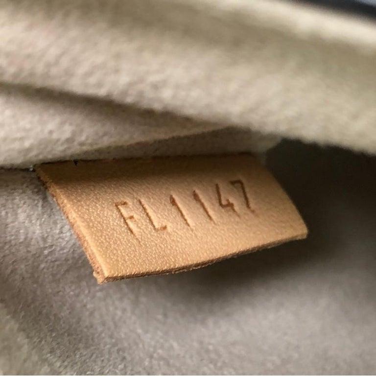 Louis Vuitton Twist Handbag Epi Leather MM  For Sale 4