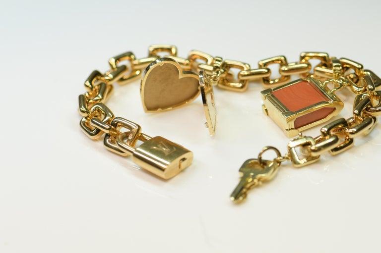 Louis Vuitton Vintage 18 Karat Gold Charm Bracelet with Original Case In Excellent Condition For Sale In Banbury, GB