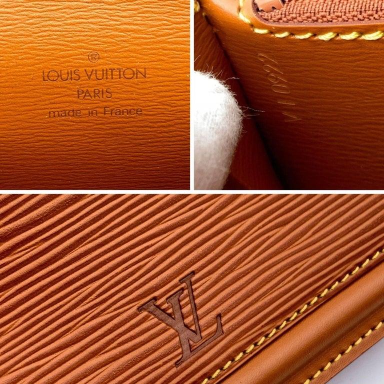 Women's Louis Vuitton Vintage Beige Epi Leather Belt Bag Pouch For Sale