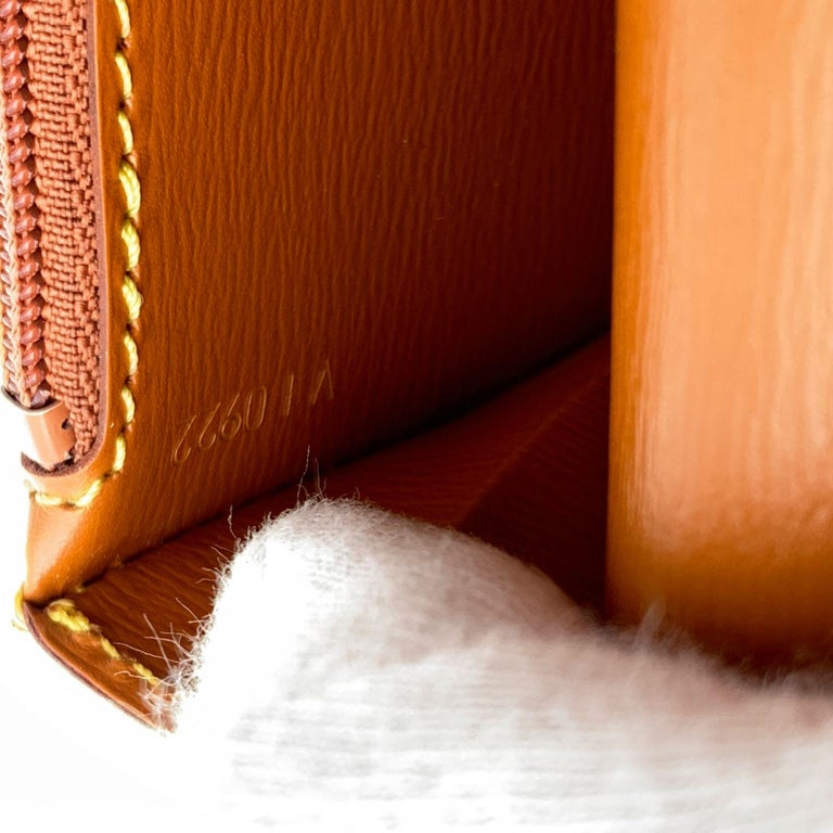 Louis Vuitton Vintage Beige Epi Leather Belt Bag Pouch For Sale 4