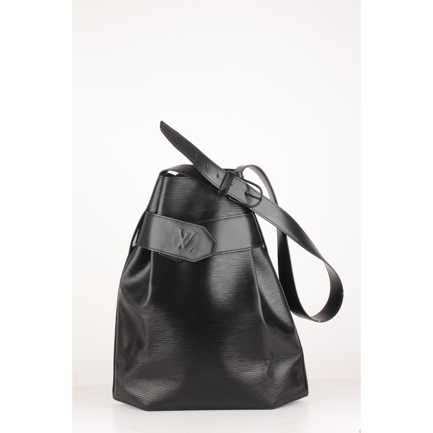 2c8691442175 Louis Vuitton Vintage Black Epi Leather Sac d Epaule Bucket Shoulder Bag  For Sale at 1stdibs