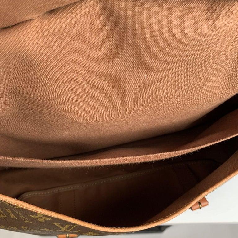 Louis Vuitton Vintage Canvas Saumur 40 Messenger Shoulder Bag For Sale 5