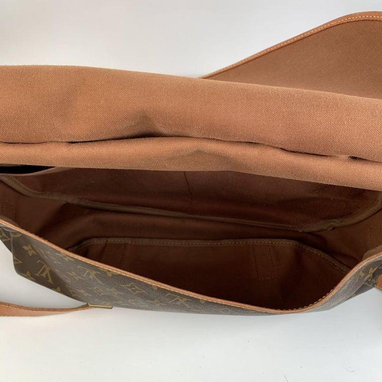 Louis Vuitton Vintage Canvas Saumur 40 Messenger Shoulder Bag For Sale 7