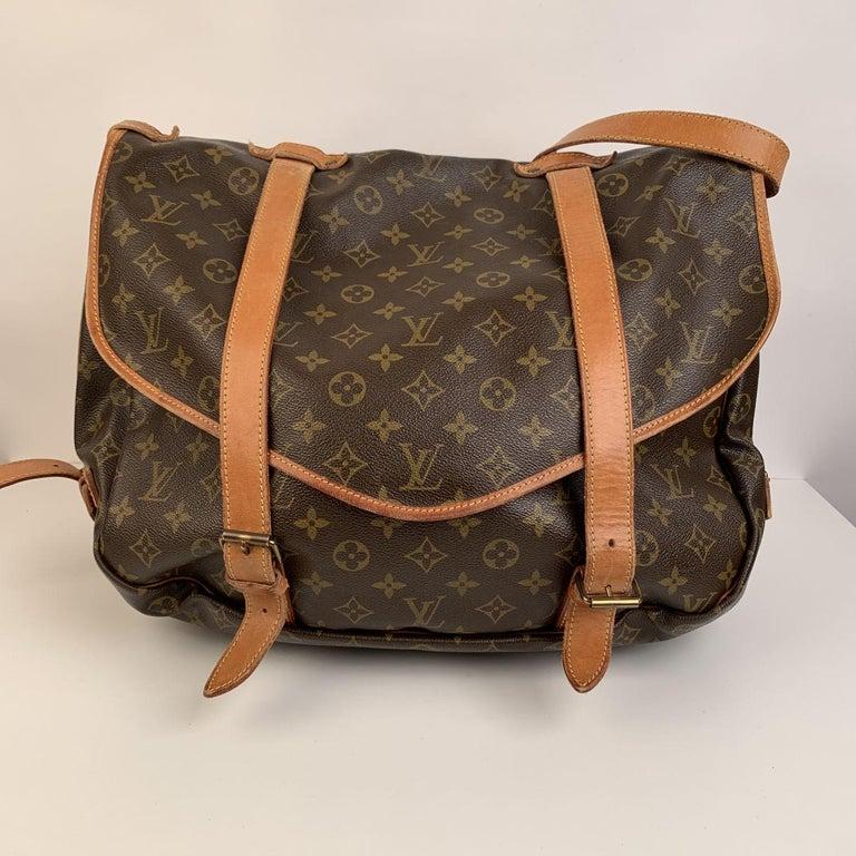 Brown Louis Vuitton Vintage Canvas Saumur 40 Messenger Shoulder Bag For Sale
