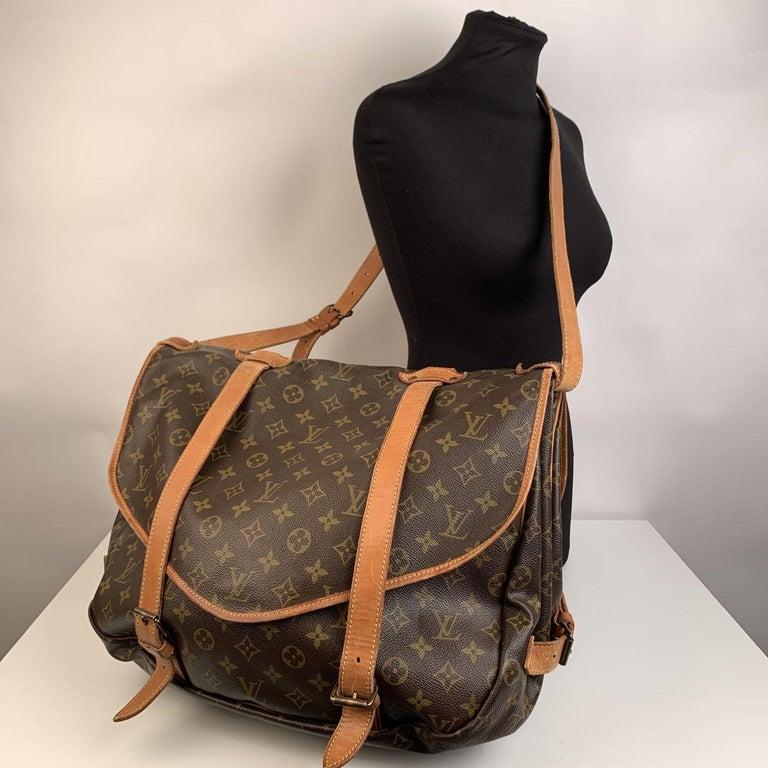 Louis Vuitton Vintage Canvas Saumur 40 Messenger Shoulder Bag In Excellent Condition For Sale In Rome, Rome