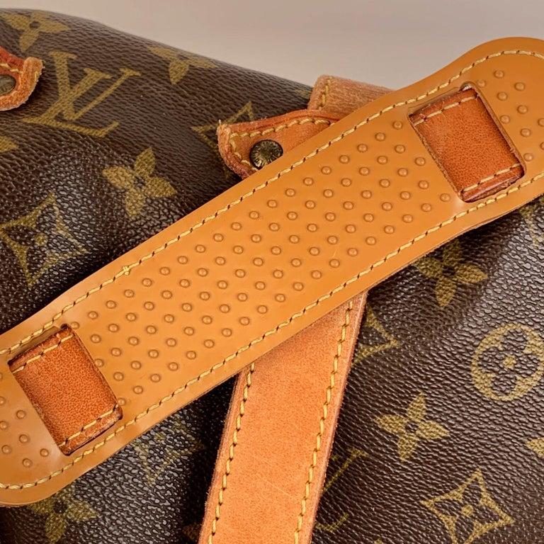 Louis Vuitton Vintage Canvas Saumur 40 Messenger Shoulder Bag For Sale 1