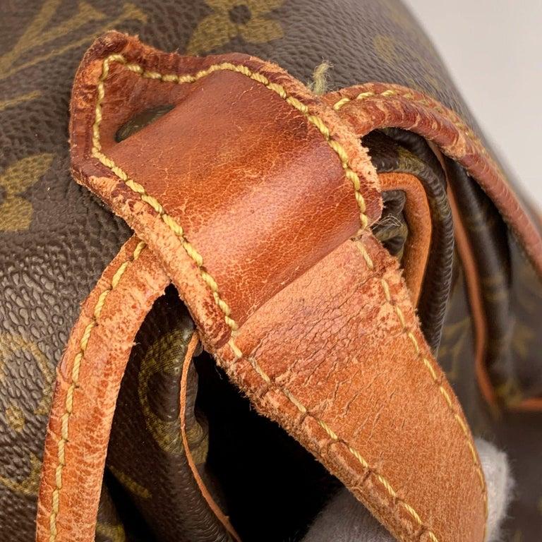 Louis Vuitton Vintage Canvas Saumur 40 Messenger Shoulder Bag For Sale 2