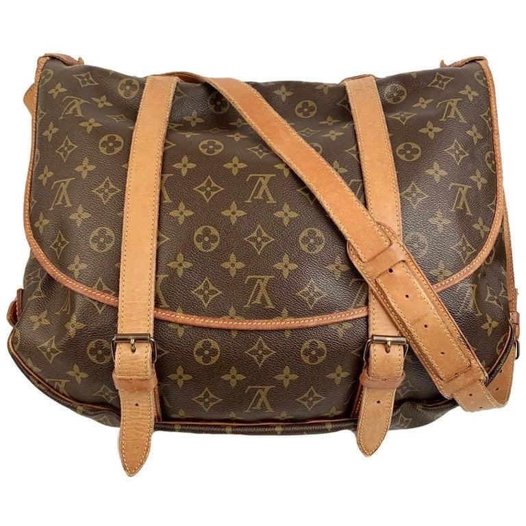 Louis Vuitton Vintage Canvas Saumur 40 Messenger Shoulder Bag For Sale