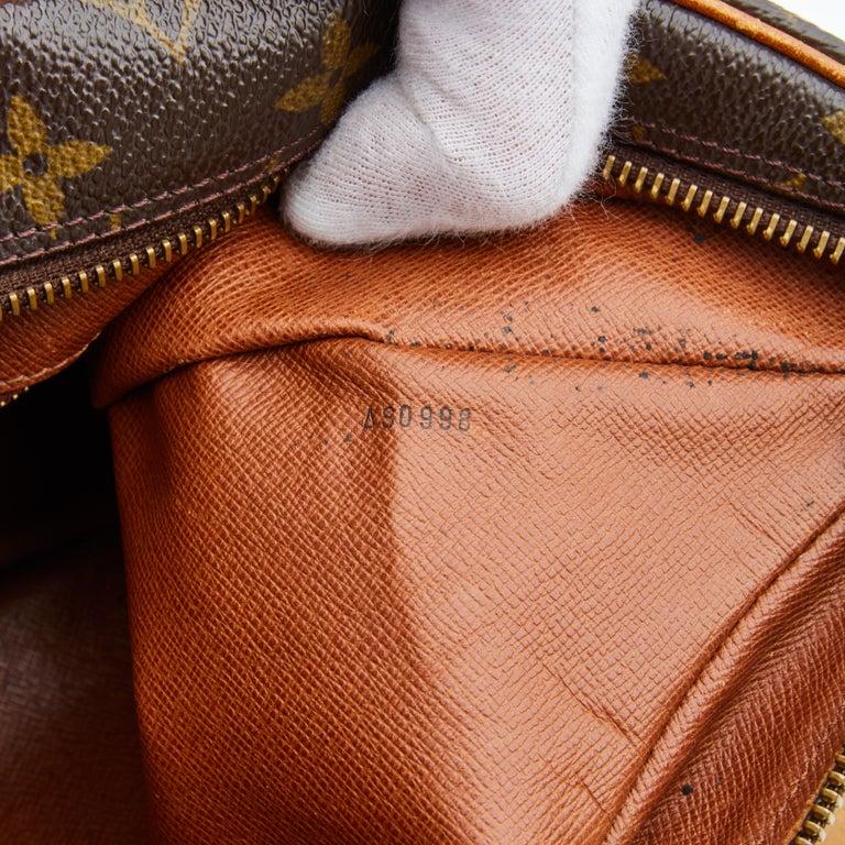 Louis Vuitton Vintage Monogram Boulogne Shoulder Bag (1998) For Sale 1