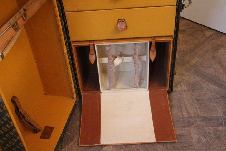 Louis Vuitton Wardrobe Trunk, Louis Vuitton Trunk, Louis Vuitton Steamer Trunk In Good Condition For Sale In Saint-Ouen, FR