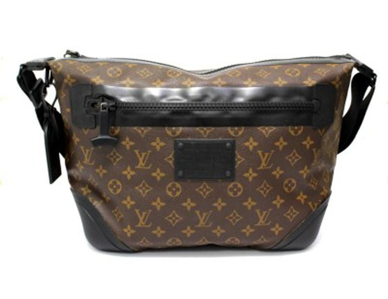Shoulder strap signed Louis Vuitton, in limited water-proof edition, made of monogram canvas with black rubber inserts and black hardware. The bag is equipped with a zip closure, internally lined in canvas, very roomy. Also on the front there is a